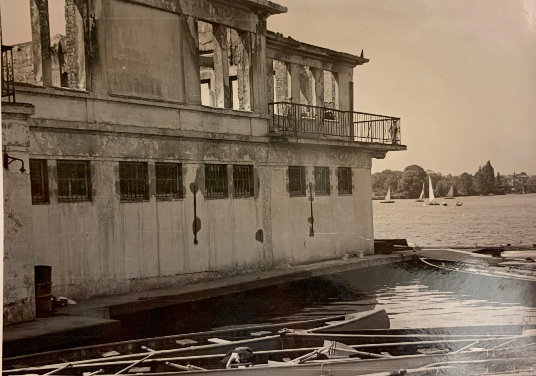 """Das zerstörte Bootshaus """"Am Langen Zug"""""""